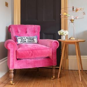 pink-velvet-woodbridge-chair